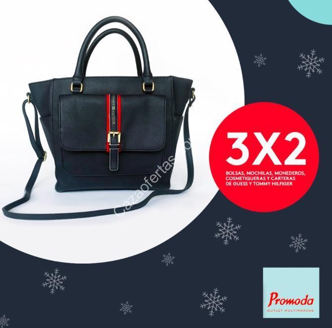 86a9099f9 En Promoda 3×2 en bolsas, mochilas y carteras Guess y Tommy Hilfiger